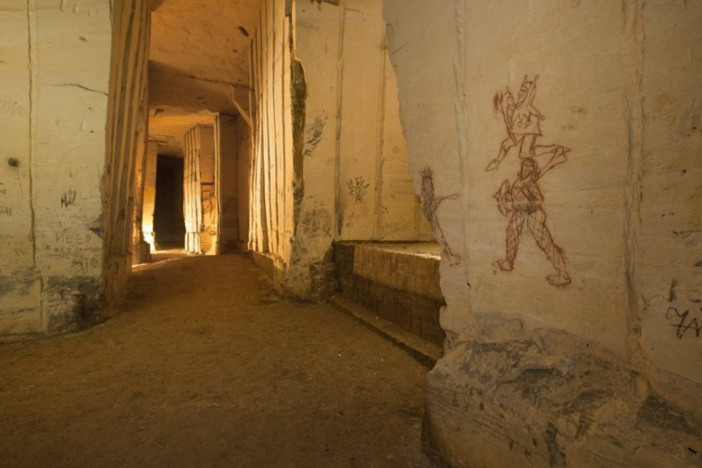 Wandmalereien in den Gängen
